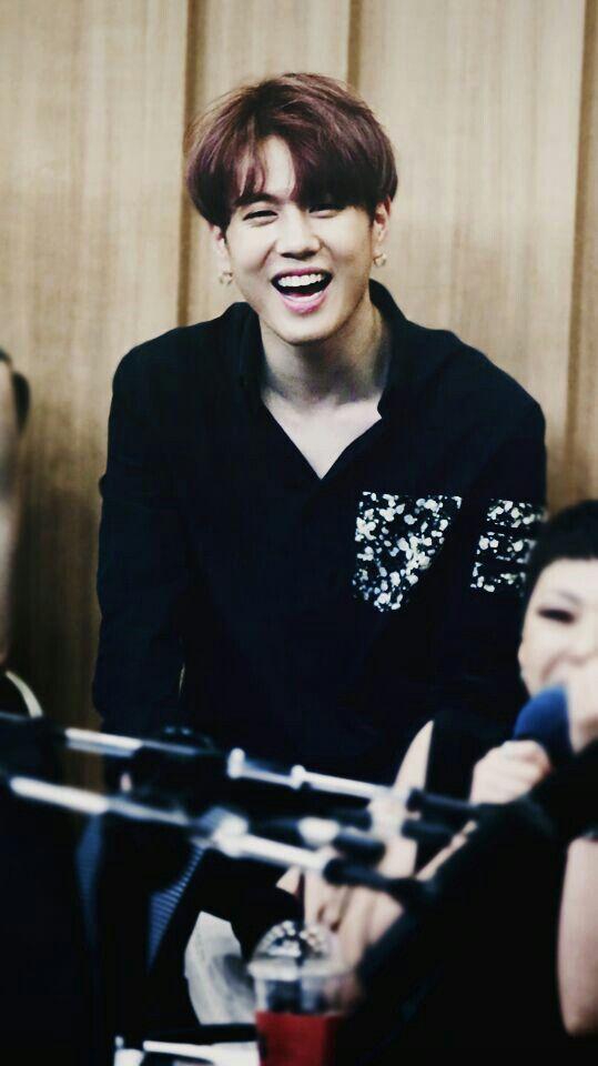 Yugeon sorrindo... a coisa mais linda do mundo ♡