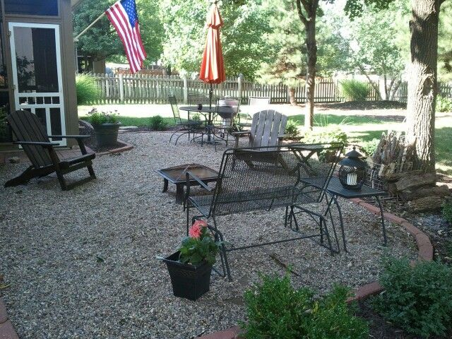 pea gravel patio would do a different paver edging but otherwise just what i want - Different Patio Ideas