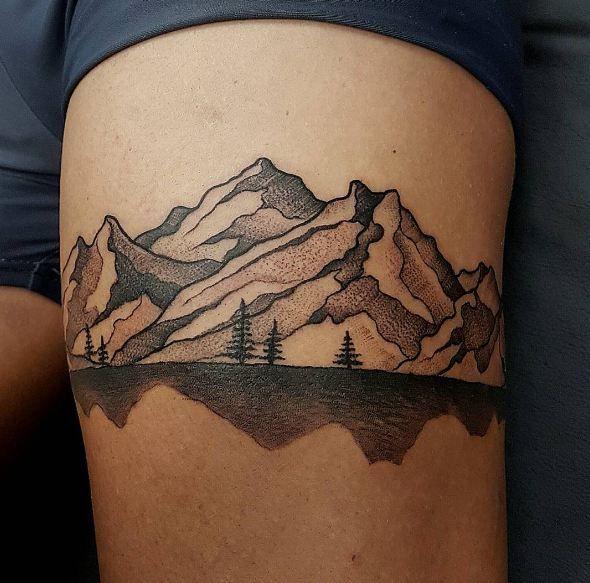 Oberschenkel Tattoos #Boulderinn #thightattoos