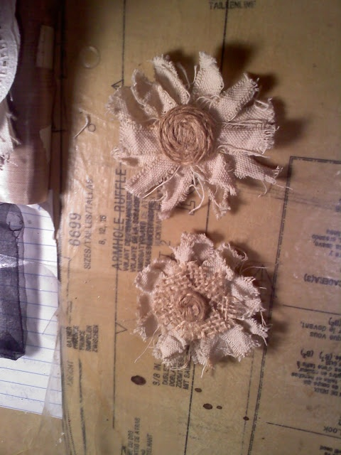 Tutorial on how to make these canvas and burlap flowers