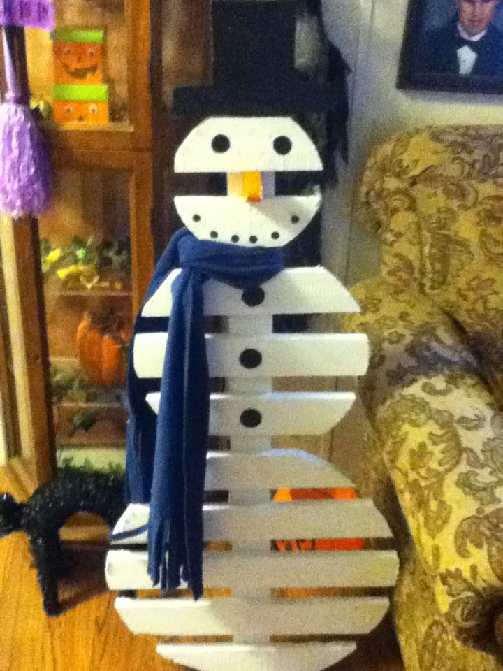 SNOWMAN I MADE FROM A WOODEN PALLET