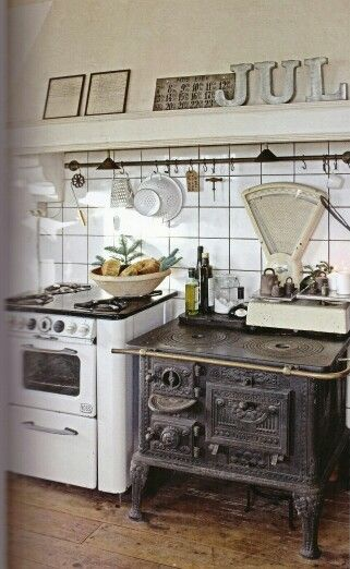 French country/ minimalist kitchen