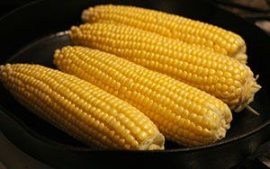 Cuocere le pannocchie di mais nel microonde