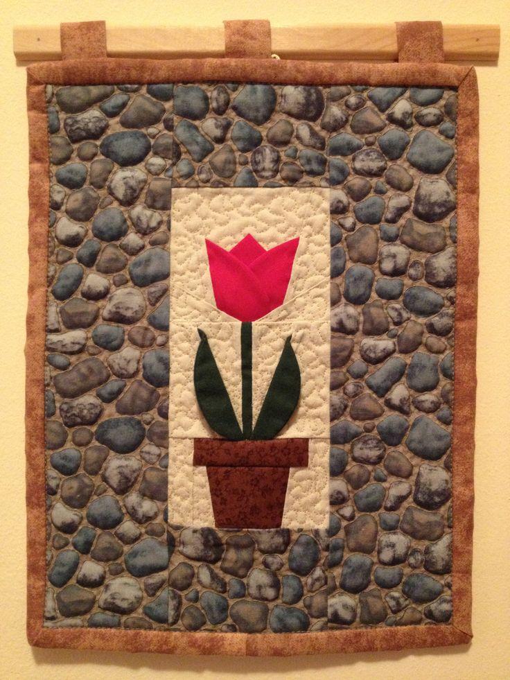 Térhatású tulipán  falikép, kézzel tűzött kavics mintával