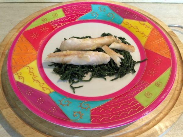 Voglio il mondo a colori - Coda di rospo con alghe saltate http://www.voglioilmondoacolori.com/2015/09/coda-di-rospo-con-alghe-saltate.html