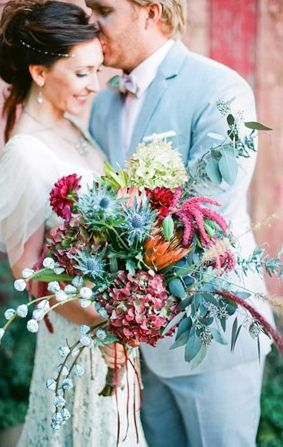10 Flowy, Flowery Wedding Ideas for Free-Spirited Brides! (Warning: They Might Make You Want To Get Married Barefoot!)
