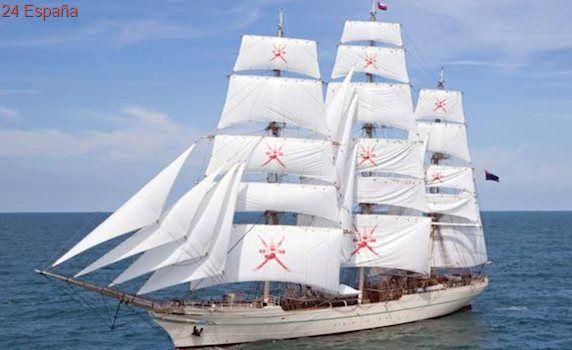 El buque escuela de Omán hace escala en Almería en su rumbo al Báltico