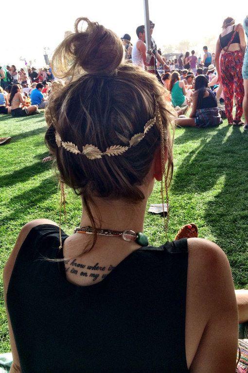 Mit Feder und Blumen in den Sommer: Hier kommen traumhaft schöne Boho-Frisuren