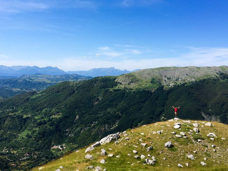 On our way from Bukumirsko lake. The mountains in Montenegro are beautiful   Při cestě od Bukumirského jezera. Černohorská krajina je překrásná!