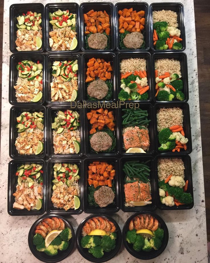 1) Spicy shrimp with rice and broccoli 2) Chipotle chicken with lime cilantro rice and zucchini bell pepper mix 3) Turkey patty with spinach and roasted sweet potatoes 4) Lemon Garlic salmon with rice and green beans 5) Mixed veggies with rice #dallasmealprep #mealprep #mealprepping #cooking #food #healthy #healthyeating #eatclean #cleaneating #eatcleantrainmean #exercise# #crossfit #delicious #dallas #dallastexas #foodporn #instafood #picoftheday #nutrition #mealprepmonday #mealprepsunday…