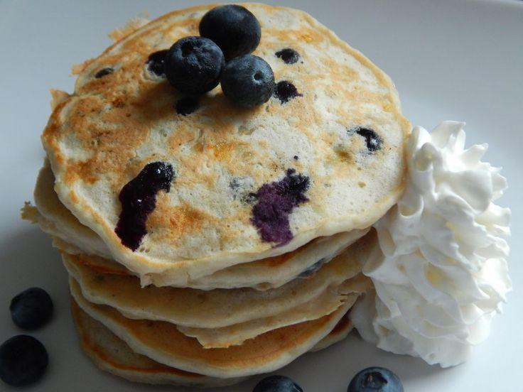 Blueberry Banana Pancakes from Drizzle Me Skinny. 4WWPP for 5 pancakes!