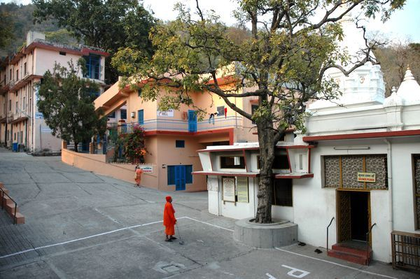 Wondering which Rishikesh ashram to stay in? Learn about some of the most popular Rishikesh ashrams and what each one teaches.