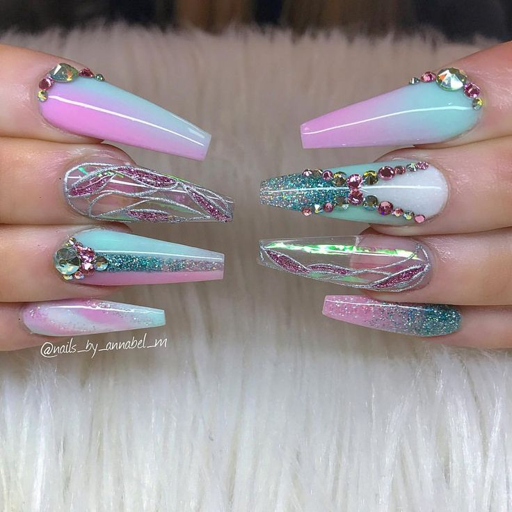 "715 Me gusta, 3 comentarios - ✨Annabel Maginnis✨ (@nails_by_annabel_m) en Instagram: ""Kelly's new funky nails  #aquariumnails #nails2inspire #nailsofinstagram #swarovskinails…"""