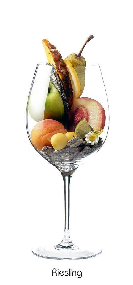 Riesling - aroma: Manzana, limón, albaricoque, melocotón, ciruela, piña, pera, limón, margarita, pizarra, pedernal.