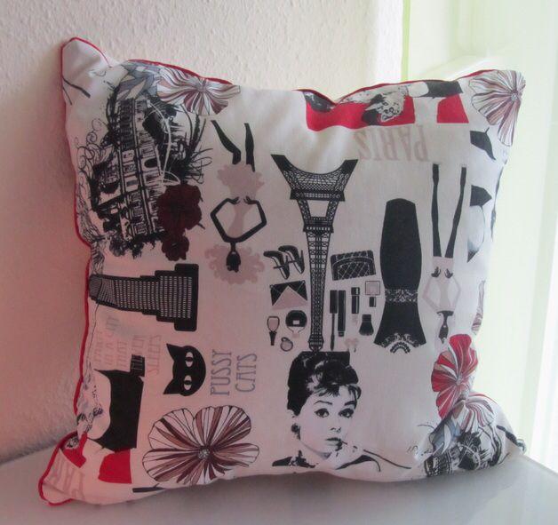 Retrokissen Audrey Hepburn Vintage natur/rot   http://de.dawanda.com/product/72913303-Retro-Kissen-Audrey-naturrot