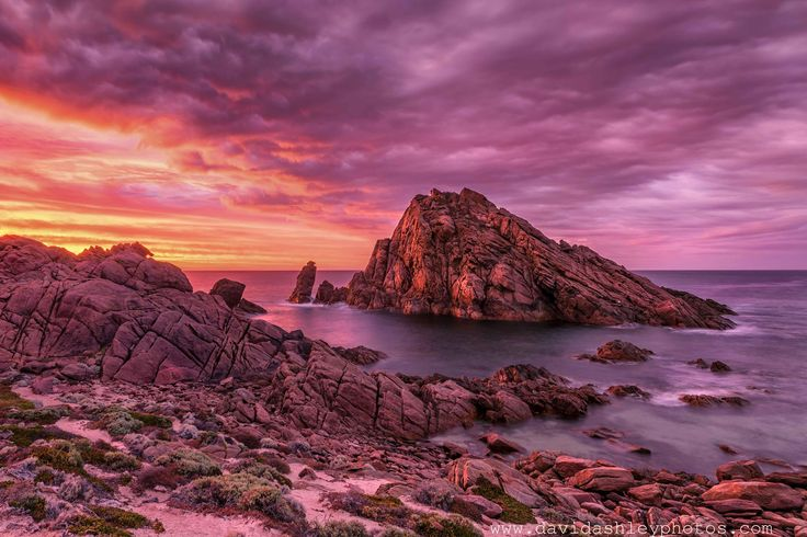 The MOST photographed spot in Western Australia's South West Coast! Sugarloaf Rock. davidashleyphotos (OC) (5340x3560)