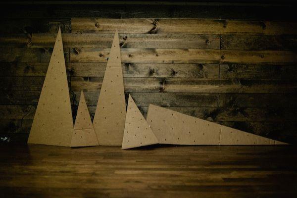 Faire un carton Arbre de Noël clignotant. | 46 Awesome String-Light DIYs For Any Occasion