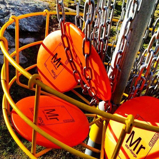 Varför inte starta helgen på bästa sätt, med en runda FROLF? #discgolf #discgolfsweden #frolfnu #frolf #midrange #frisbee #frisbeegolf