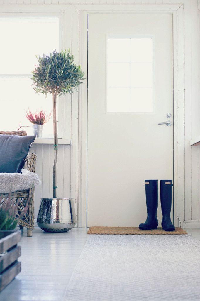 Syksyllä 2014 Uusi kuun Emilia korosti vanhan talon kuistin ja eteisen mattojen suurta merkitystä arjen helpottajana ja sisusti tiloja helppohoitoisilla yleismatoillamme.