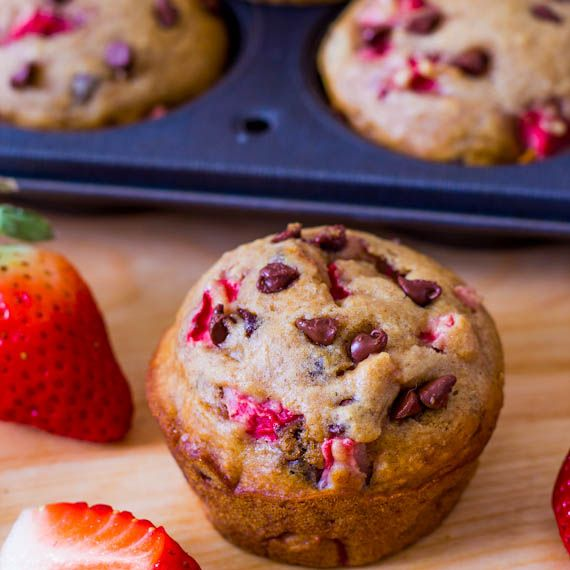 Skinny Strawberry Chocolate Chip Muffins #Baking #Healthy #Recipes #Spring