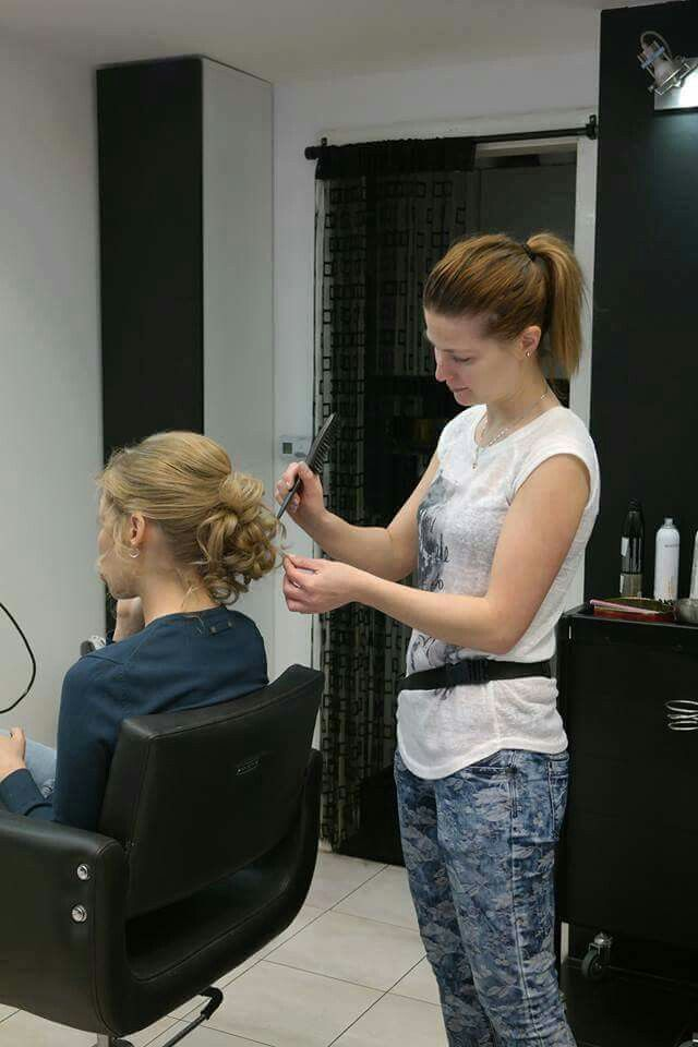 Magdi munkában, csini konty készül :)  www.magdiszepsegszalon.hu  #hairbun #hajkonty #konty