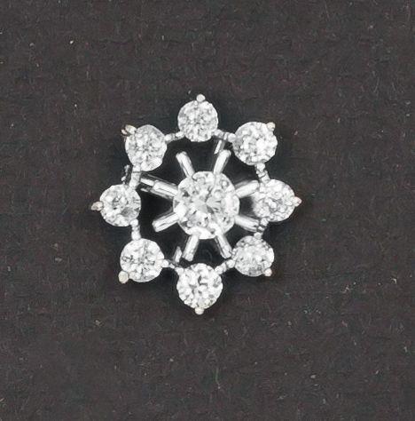 Pendentif «Étoile» en or gris orné de diamants taillés en brillant dont un, au centre, plus important. P. 2,4 g. - Gros & Delettrez - 05/04/2017