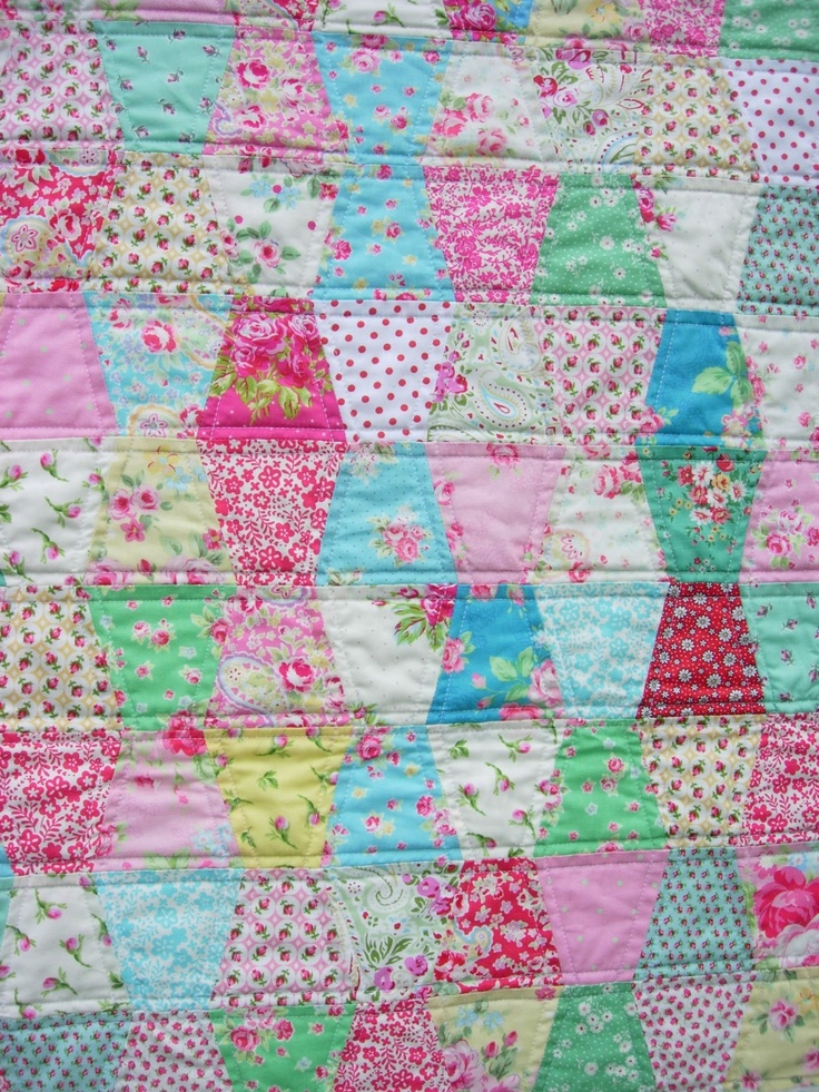 HenHouse: A Pretty Interlude tumbler quilt