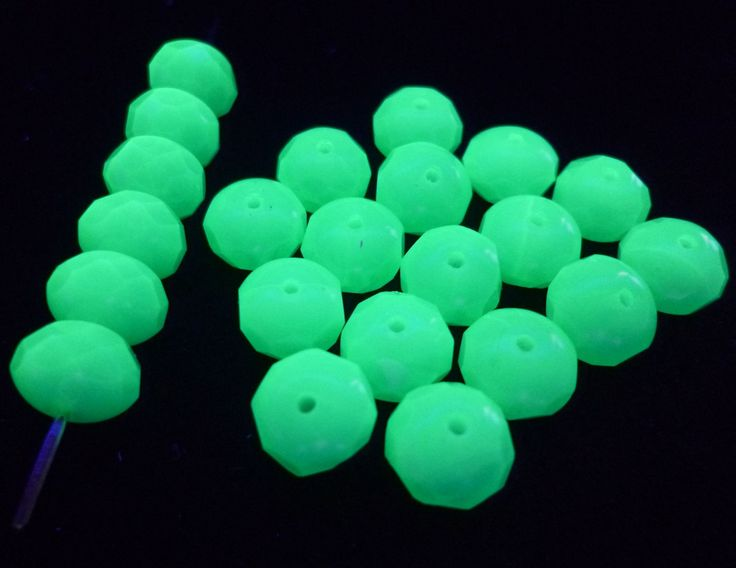 "Lot of 40 Pieces Vtg Czech Vaseline Uranium Green Glass Beads Donuts 3/8"" 9mm by MuchMoreThanButtons on Etsy"