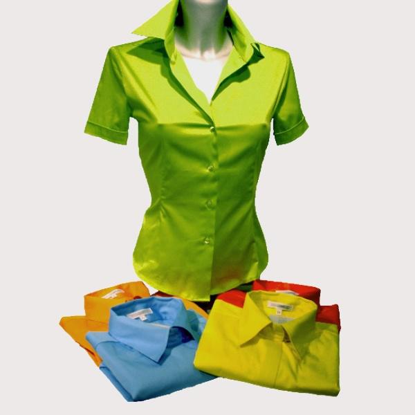 Naisten paitapusero puuvillasatiinia, saatavilla 16 eri väriä, 59 €, Naracamicie/Particolare, 2. krs.