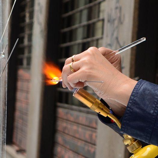 Lavorazione del vetro a lume, FuoriSalone in Spazio Eclisse