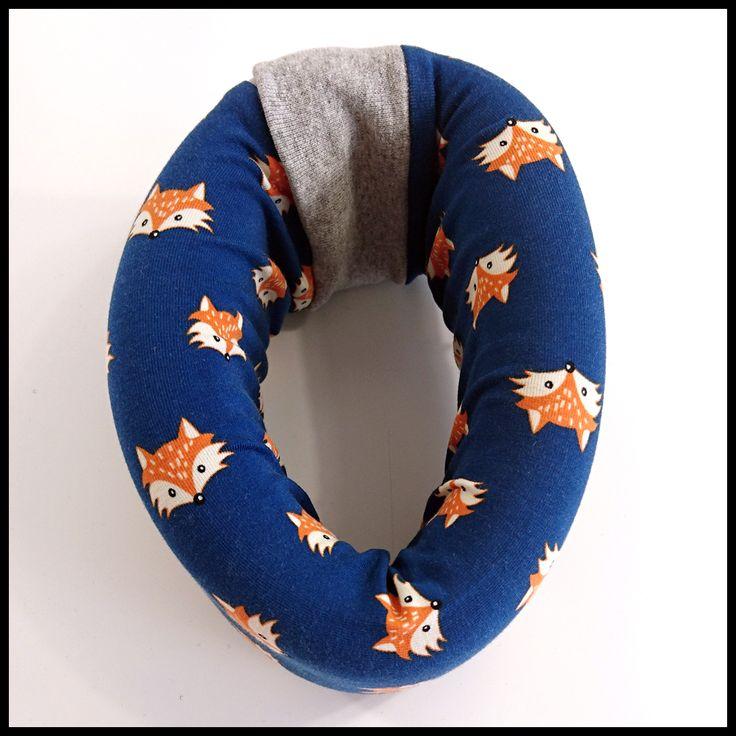 COLLARCO s lištičkami na modrém podkladu pro malé i velké (nejen) Elišky.  Collarco je originální potah na zdravotní ortopedické límce, který nikde jinde než u nás nekoupíte – máme ho regis…