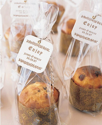 Personal Panettone Favors. Heaven.