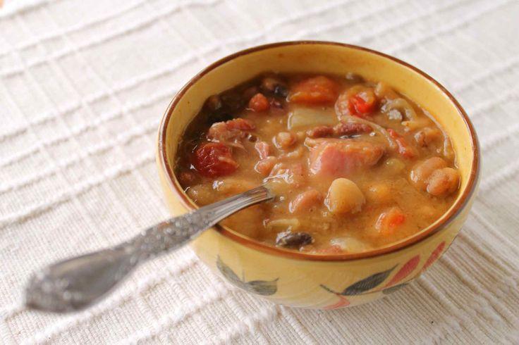 Sopi di bonchi kora (kidneybonen soep)