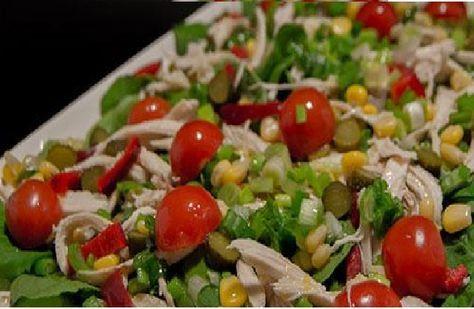 Tavukla birlikte hazırlanan roka salatası muhteşem bir vitamin deposu olacaktır. Salata tarifleri hayatımızda vazgeçilmezler arasında yer almaktadır.