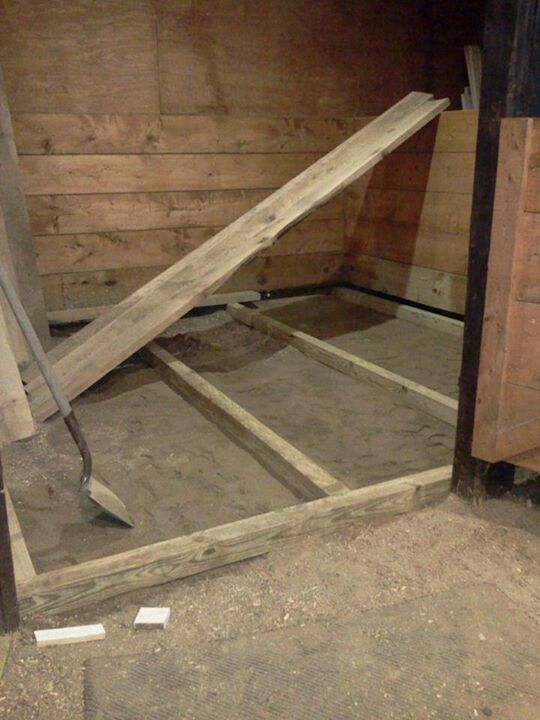 87 best images about barn on pinterest tack rooms run for Horse stall building plans
