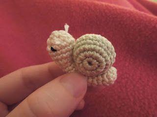 Micro Miniature Snail Pattern ~ free pattern ❥Teresa Restegui http://www.pinterest.com/teretegui/❥