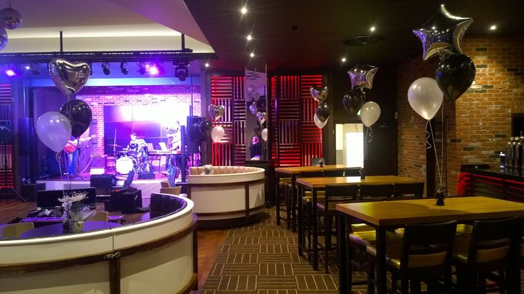 Delivered at the Genting Casino last Friday, this time  with a foil heart balloon. They look amazing!
