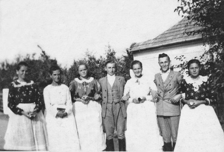 Felnémeti népviselet 1940 (Kiss Irén, Berecz Margit, Farkas Kálmánné Vali, Nagy(Szalma)Józsi, Leskó Jánosné Sári, Bógya Józsi, Bíró Aranka)