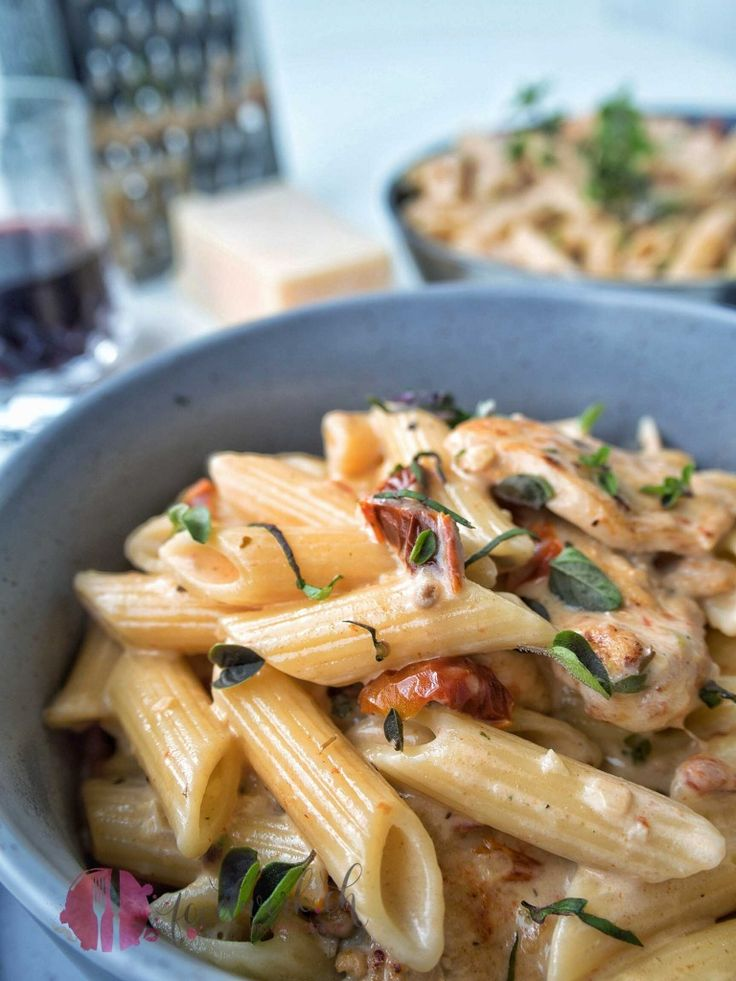 Quick chicken with penne and dried tomatoes   – einfach lecker – Kochbuch