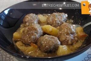 albondigas con patatas y salsa