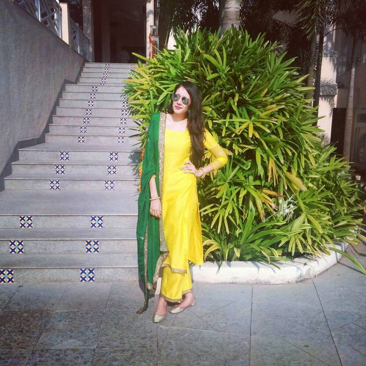 """194 Likes, 14 Comments - Meher Bee (@meherbee) on Instagram: """"#mehendi colours! Outfit by @shikhaandnitika ; #dupatta by @ambica.c #rajwedsnand #goa…"""""""