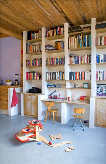Children's room - Built in shelves - Via Jennifer Hagler