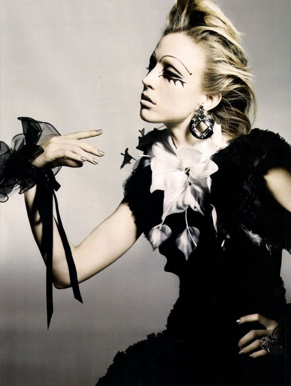 Fotograaf: Nick Knight / Vogue UK November 2010 Refined Rebel