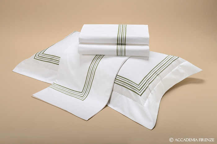 Buy RAFFAELLO BED SET online. Pure #Egyptiancotton percale. Amancara, luxury linens since 1952.