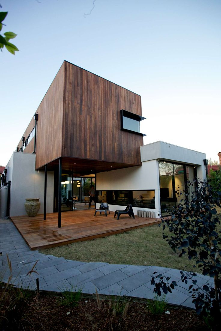 The Elwood House is a new residential dwelling with a separate garage and studio to the rear. The client's brief was for a modern family home that was intere...