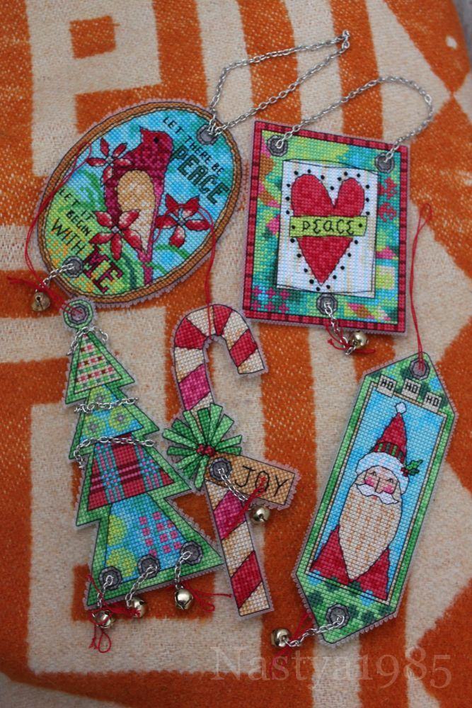 Схема вышивки новогодних игрушек на 🎄ёлку   🔗http://stitchlike.ru/uwqw👈    #jinglebells #рождество #украшения #новогодниеукрашения #вышивка_крестом