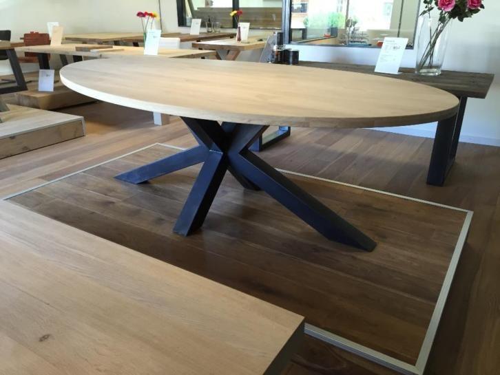 Eettafel ovaal eiken met diverse onderstellen tafels for Goedkope industriele eetkamerstoelen