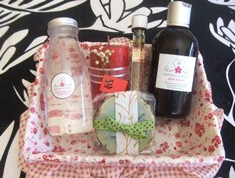 Agua de Rosas, jabón líquido, aceite de masajes, jabón barra, vela de miel.