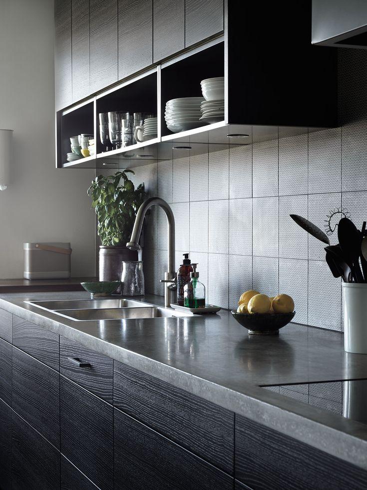 Letar du efter brunt kök som har en stilren och exklusiv känsla med bänkskiva i betong? Då har vi köket för dig. Hitta din köksinspiration hos Ballingslöv!