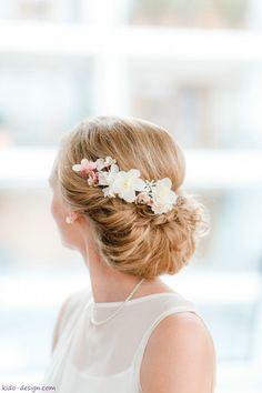 Haarschmuck & Kopfputz - Haarschmuck Blüten Blütenkamm Braut Haarblüten - ein Designerstück von Kido-Design bei DaWanda